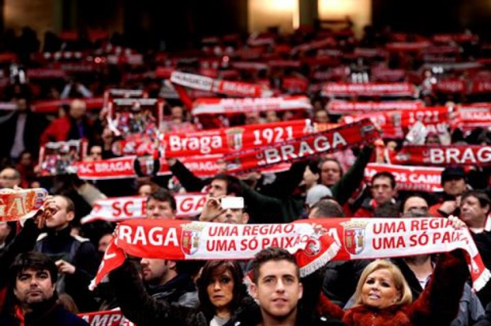Torcida do Braga lota as tribunas para ver o time disputando vaga na Champions