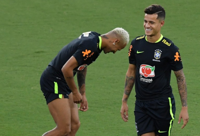 Seleção Brasileira volta aos treinos e Neymar é o único titular a ... c97666890ac9e