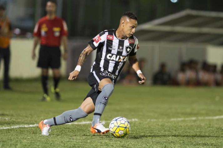 Por mais velocidade  Botafogo busca suprir lacuna pela saída de ... f84ecc58d5948