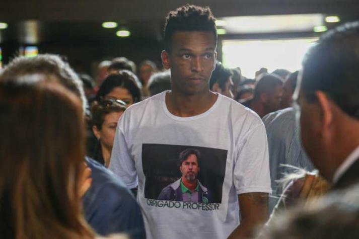 Velório de Caio Júnior tem homenagem e presença de ex-jogadores