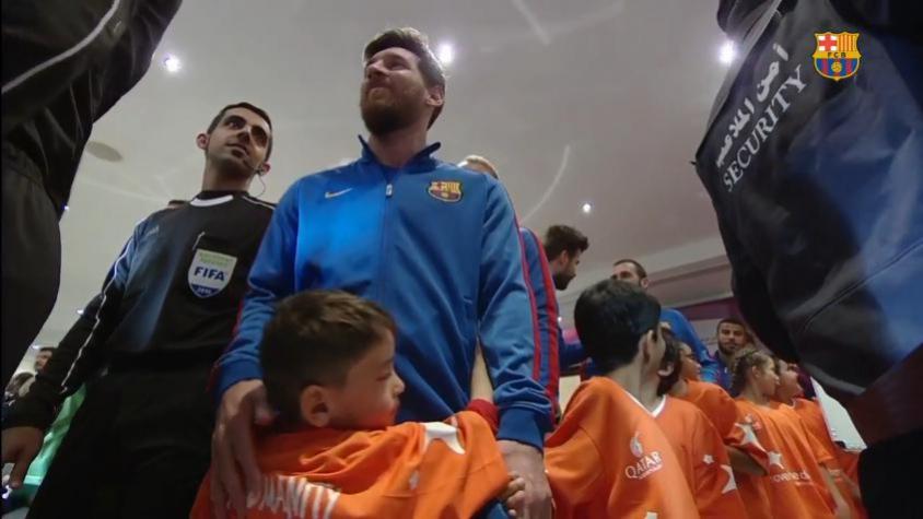 Garoto afegão não desgruda de Messi em amistoso