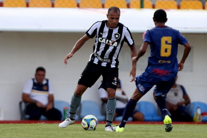 8588719957 Roger se torna importante no Botafogo mesmo com um só gol