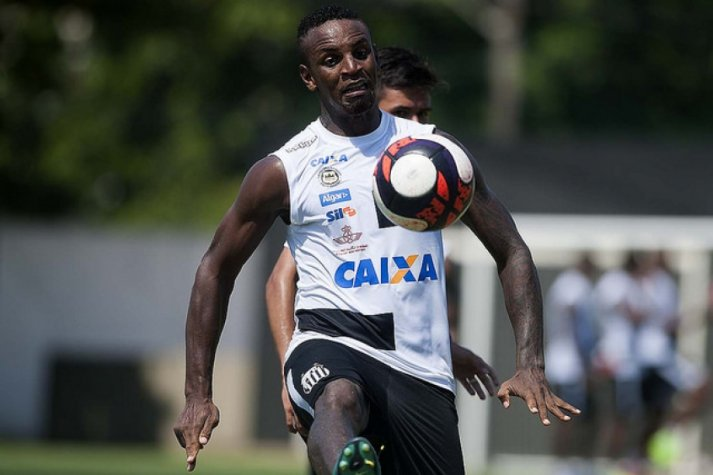 Zagueiro do Santos aceita oferta do Coritiba e viaja para fazer exames