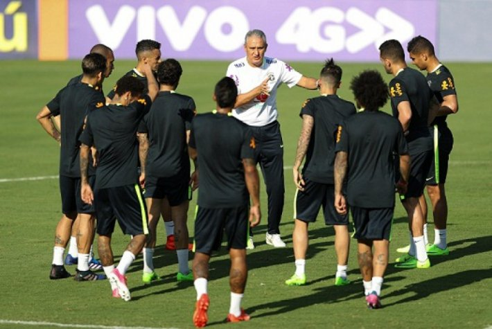 52ad8a794a Tite prioriza bola parada defensiva em treino da Seleção Brasileira ...