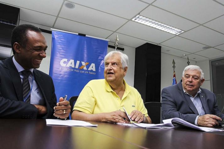 Santos acerta com novo patrocinador e pode lucrar R  25 milhões em ... 6a673b1e691b4