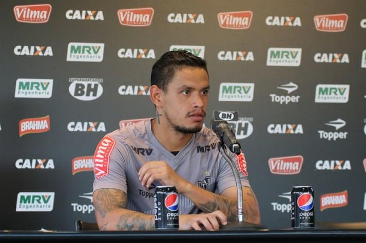 Com passagem apagada, meia Carlos Eduardo rescinde contrato com Atlético-MG