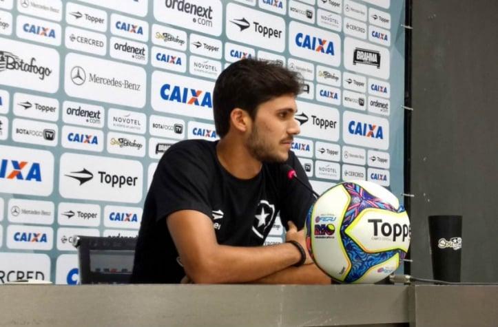 Jefferson e Luis Ricardo voltam a ser baixas em treino do Botafogo