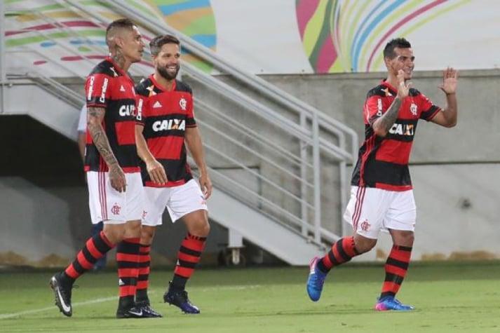 Trauco relembra inc�modo ao dividir quarto na concentra��o do Flamengo com Paolo Guerrero