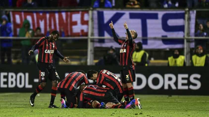 Atlético-PR encara o Grêmio na Arena da Baixada