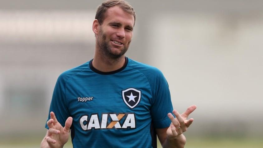 Botafogo vence Nacional no Uruguai e fica perto de vaga nas quartas