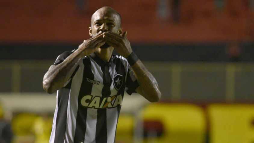 Alvinegro pede e CBF altera horário de Botafogo x Vitória  15129284f7b88