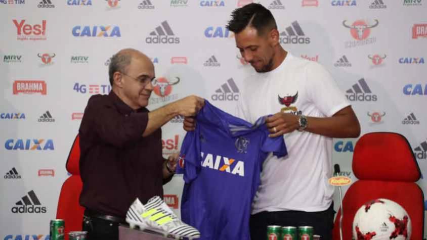 Fla e Diego Alves agem e protegem-se pensando em possível disputa ... fda2d0ac2bc25
