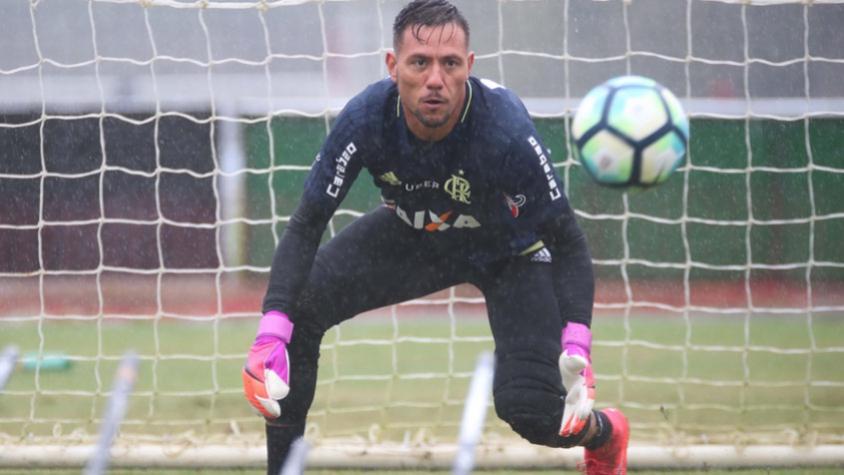 Diego Alves pede que Flamengo melhore em todos os sentidos
