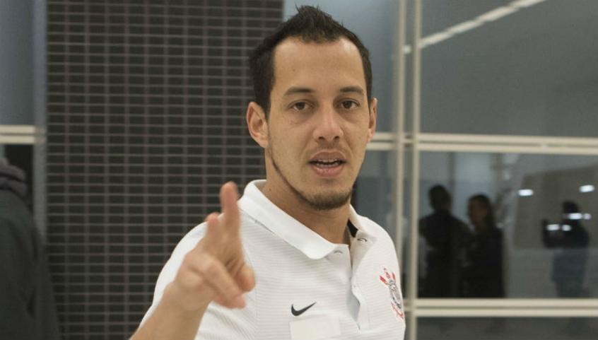 Clayson treina com bola no Corinthians antes de decisão