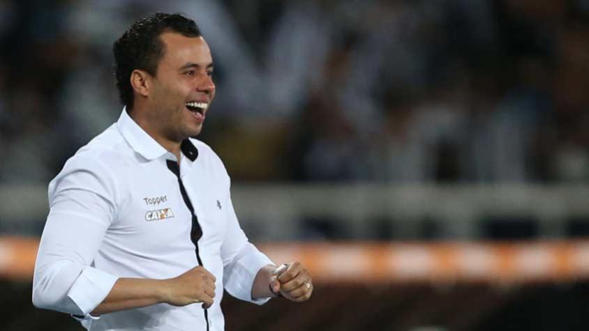 Da aposta aos grandes momentos  Um ano de Jair à frente do Botafogo ... ada412ba2c52e