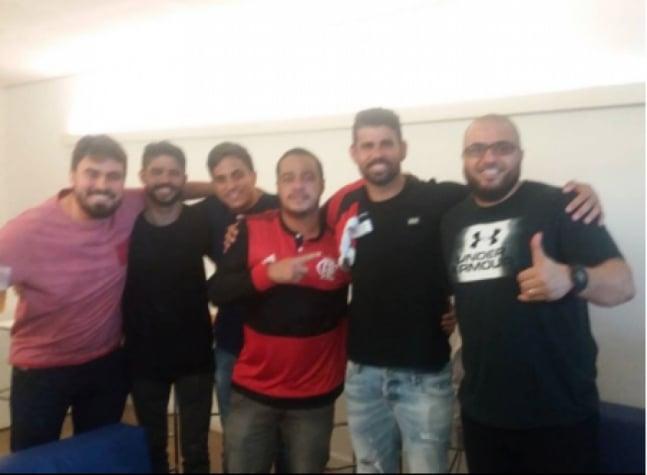 Diego Costa assistiu à vitória do Flamengo sobre o Botafogo no Maracan