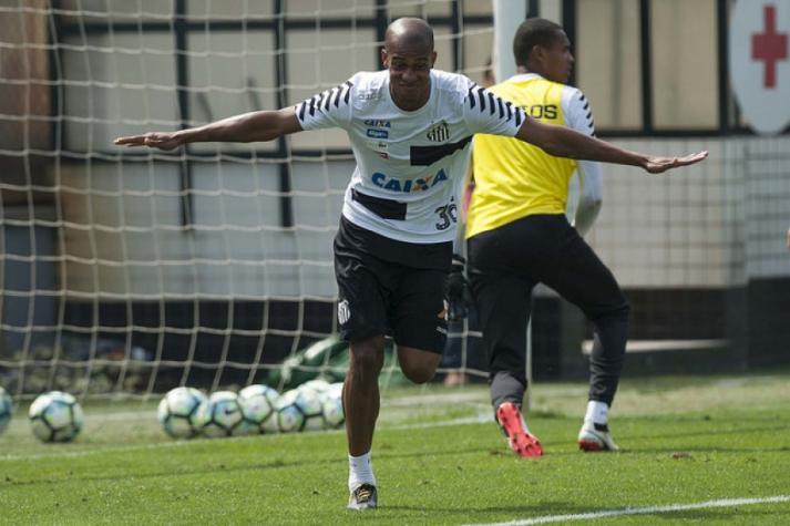 Copete retorna aos treinos e deve reforçar o Santos na Libertadores