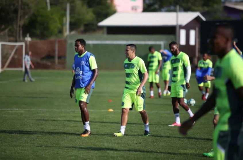 Vasco faz contra Chape último jogo de portões fechados