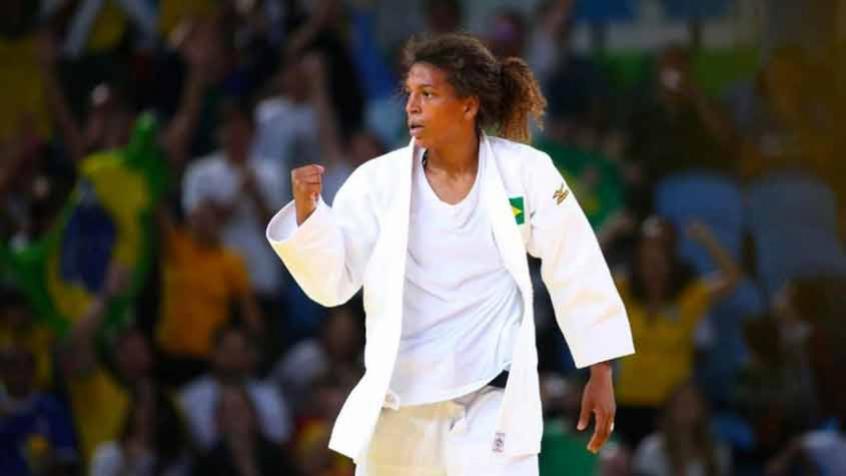 Campeã olímpica Rafaela Silva relata abuso policial no Rio