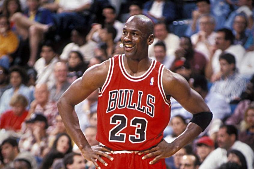 plan de estudios préstamo pedal  Série sobre Michael Jordan causa aumento de vendas dos produtos do Bulls no  Brasil | LANCE!