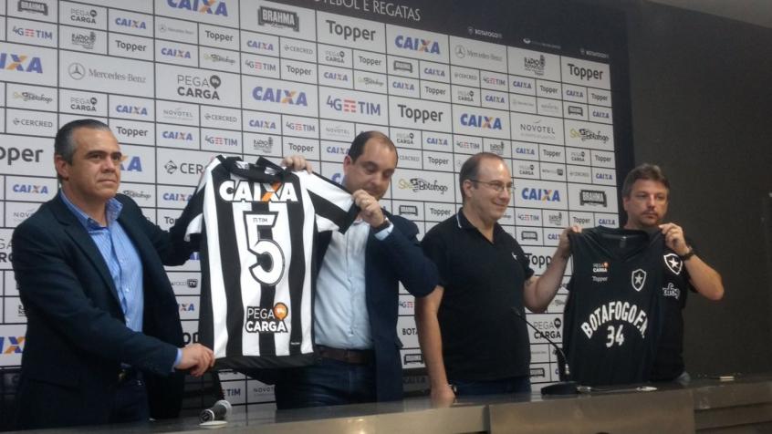 Botafogo apresentou o novo patrocínio (Foto  Felippe Rocha) fd539a722feac