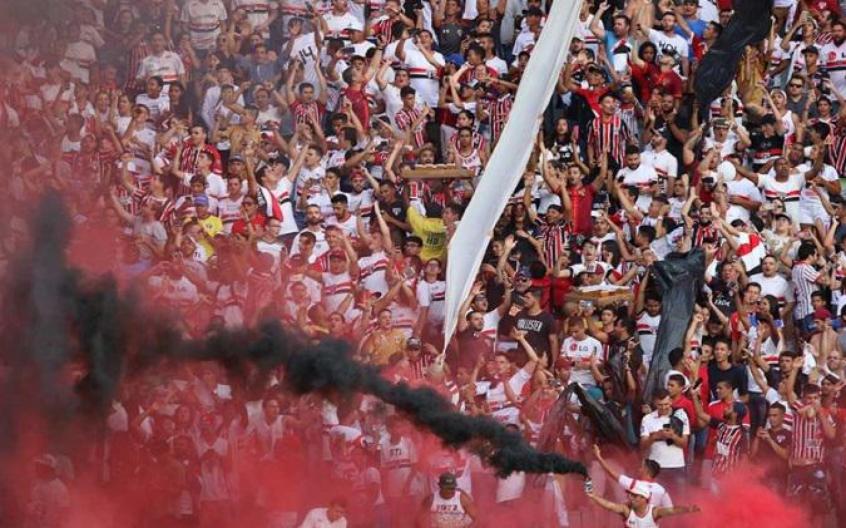 Torcida do São Paulo no Serra Dourada