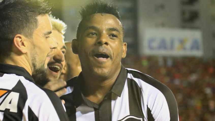 Série A: Atlético-PR surpreende e vence Botafogo no Rio