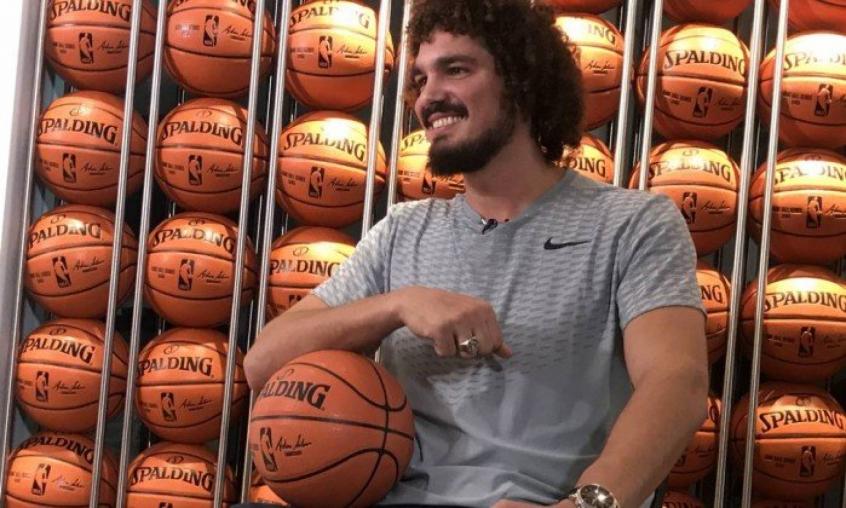 Varejão se diz 100 e confirma sondagem do Fla, mas quer NBA