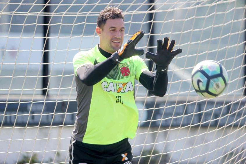 Atlético-PR vence Vasco e afasta cariocas da Libertadores