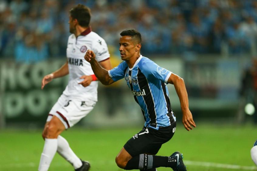 De olho no Mundial, Cícero diz que Grêmio pode surpreender o Real Madrid
