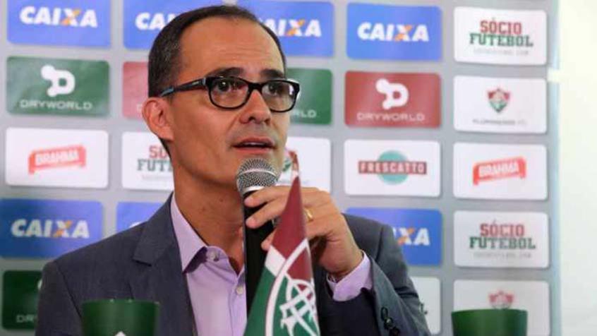 Fluminense quita dívidas com Scarpa e espera reapresentação do meia