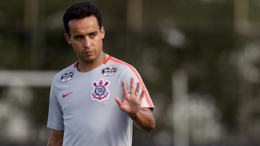 Corinthians divulga nota de repúdio às declarações do diretor de futebol do Coritiba envolvendo Jadson; confira