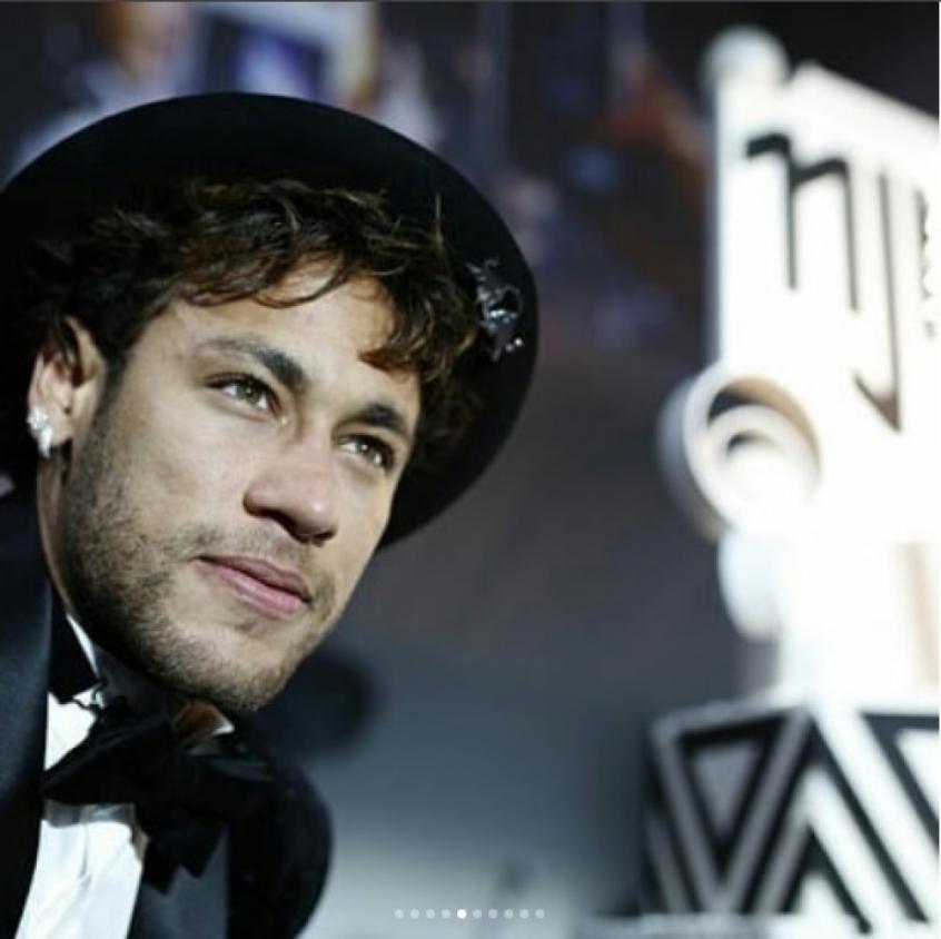 Neymar resolve em campo antes de oferecer festa de arromba em Paris