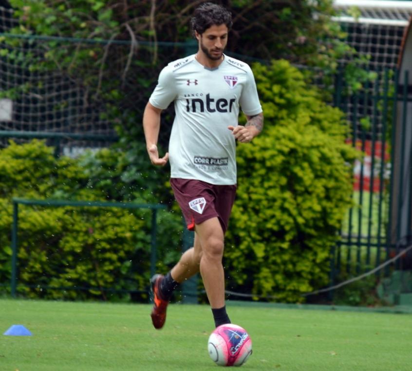 Santos admite estar negociando com São Paulo sobre Victor Ferraz