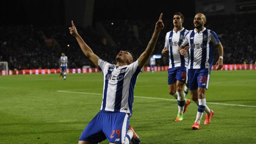Tiquinho Soares (Porto) - O Porto entrou em campo para encarar o Sporting ca078c2ea059b