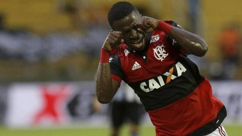 Vinícius Júnior relembrou o gesto de Souza (e de outros rubro-negros que repetiram depois) e fez o chororô na semifinal da Taça Guanabara de 2018