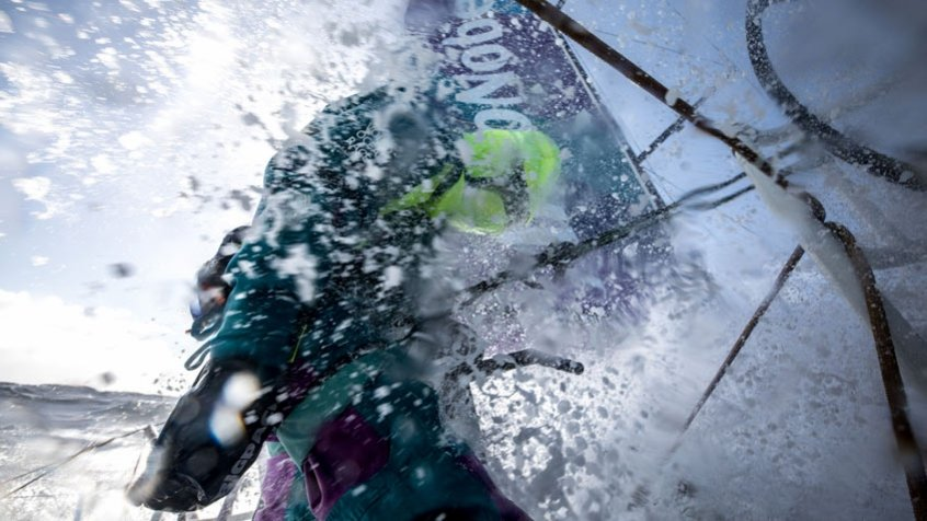 Volvo Ocean Race: tripulante cai no mar e está desaparecido