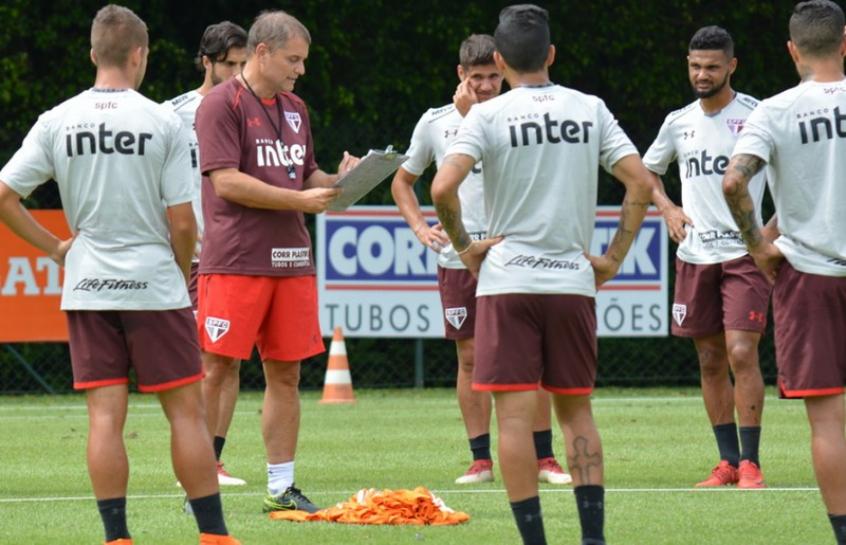 Aguirre comandou treinamento sem a presença da imprensa na manhã deste domingo