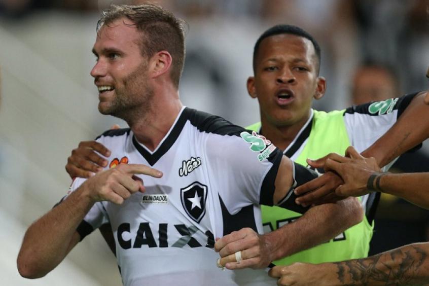 Vasco x Botafogo - Carli