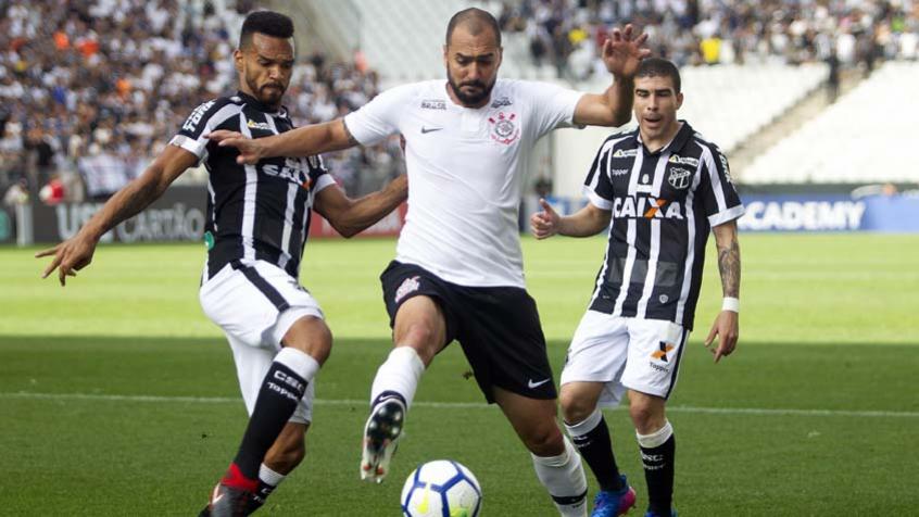 a318dfdd6a Danilo sente lesão no Corinthians
