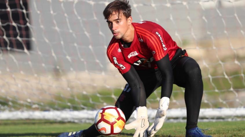 Goleiro César assina prorrogação de contrato com o Flamengo