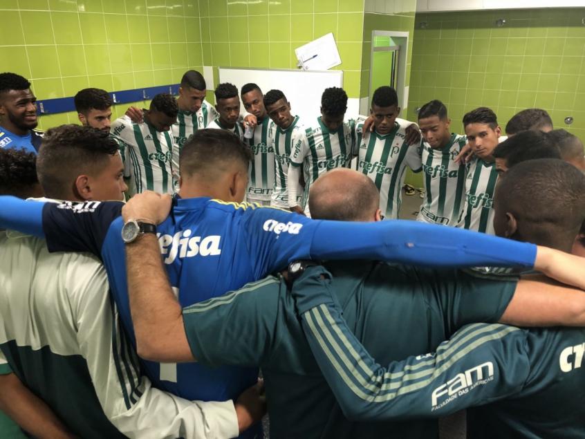 Jogadores da equipe sub-17 do Palmeiras em Madri