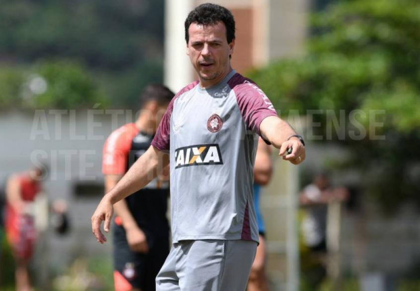 7732b718c12aa Técnico Fernando Diniz vem sendo muito questionado no comando do Atlético-PR