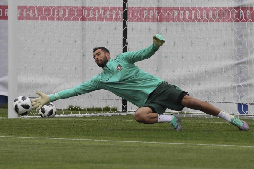 0cb0b57d11f06 CR7 fora do Real  Seleção portuguesa se preocupa é com a crise no ...