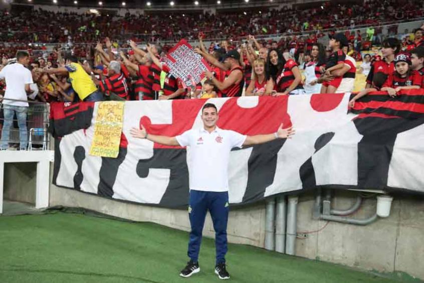 Flamengo renova contrato de volante campeão mundial pela Seleção sub-17