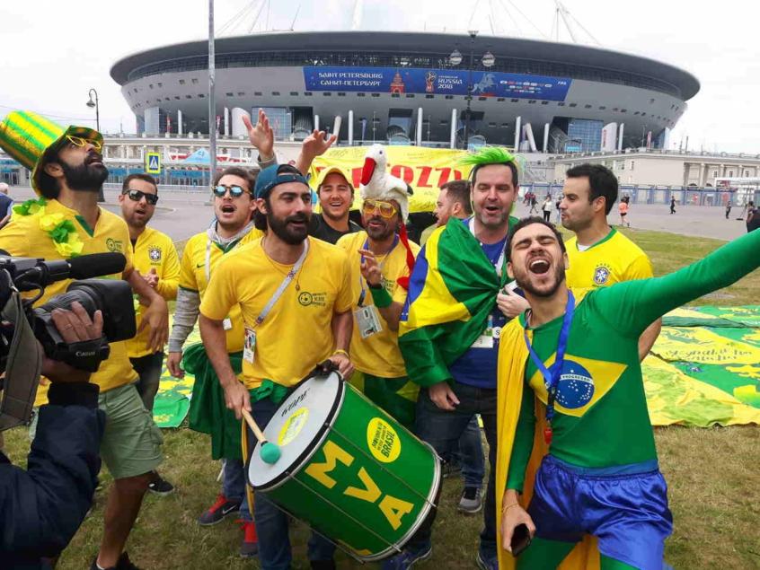Conheça os criadores do hit brasileiro que viralizou na Copa da ... 63c58738335f6