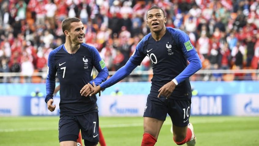 A França comemorou a classificação ao vencer o Peru por 1 a 0. Mbappe fez o gol do jogo