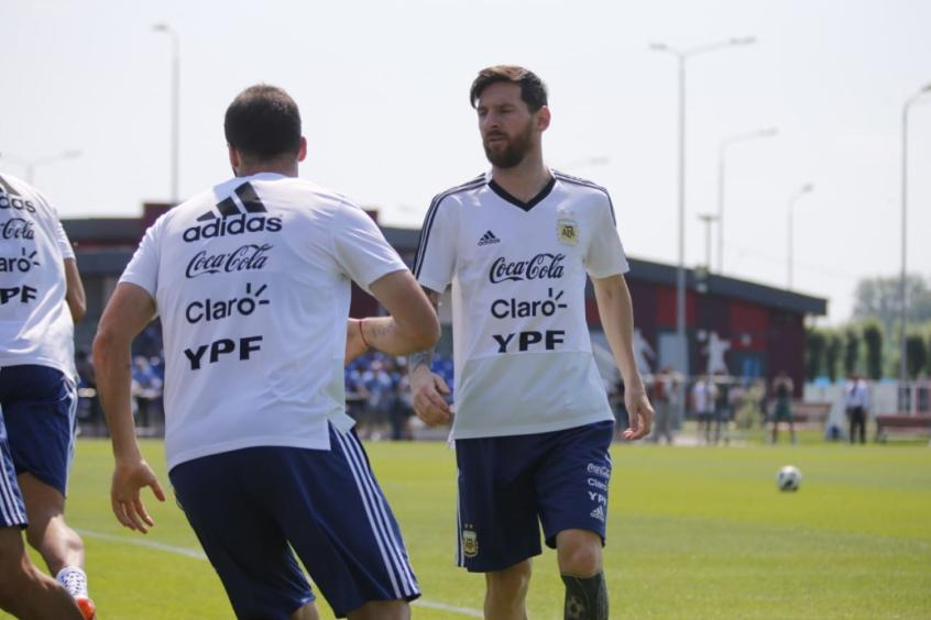 Argentina libera visita de parentes de atletas e treina com