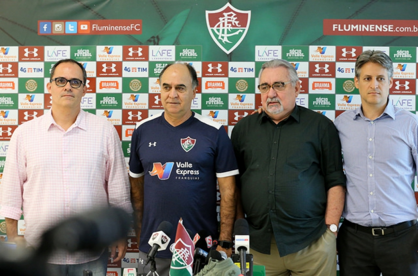 Diretoria do Fluminense na apresentação de Paulo Angioni e Marcelo Oliveira 4693e3b59c