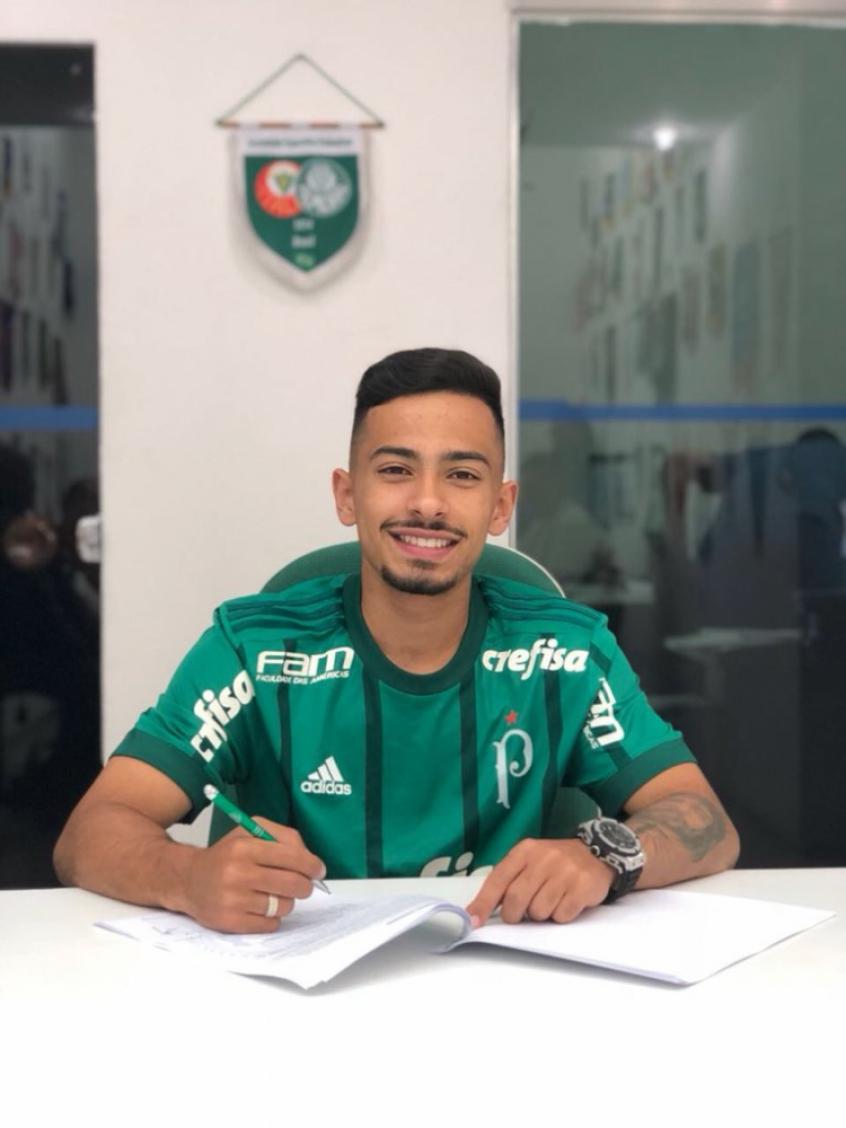 7a3355d3be0 Alanzinho assina novo contrato com o Palmeiras - FOTO  Divulgação